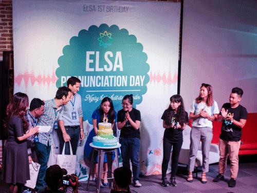 Vũ và cộng sự thổi nến mừng Elsa tròn một tuổi hồi tháng 3 năm nay.